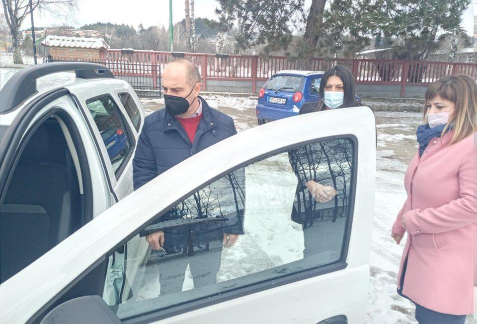 За унапредување  на социјалните услуга, набавено ново  возило Dacia Duster