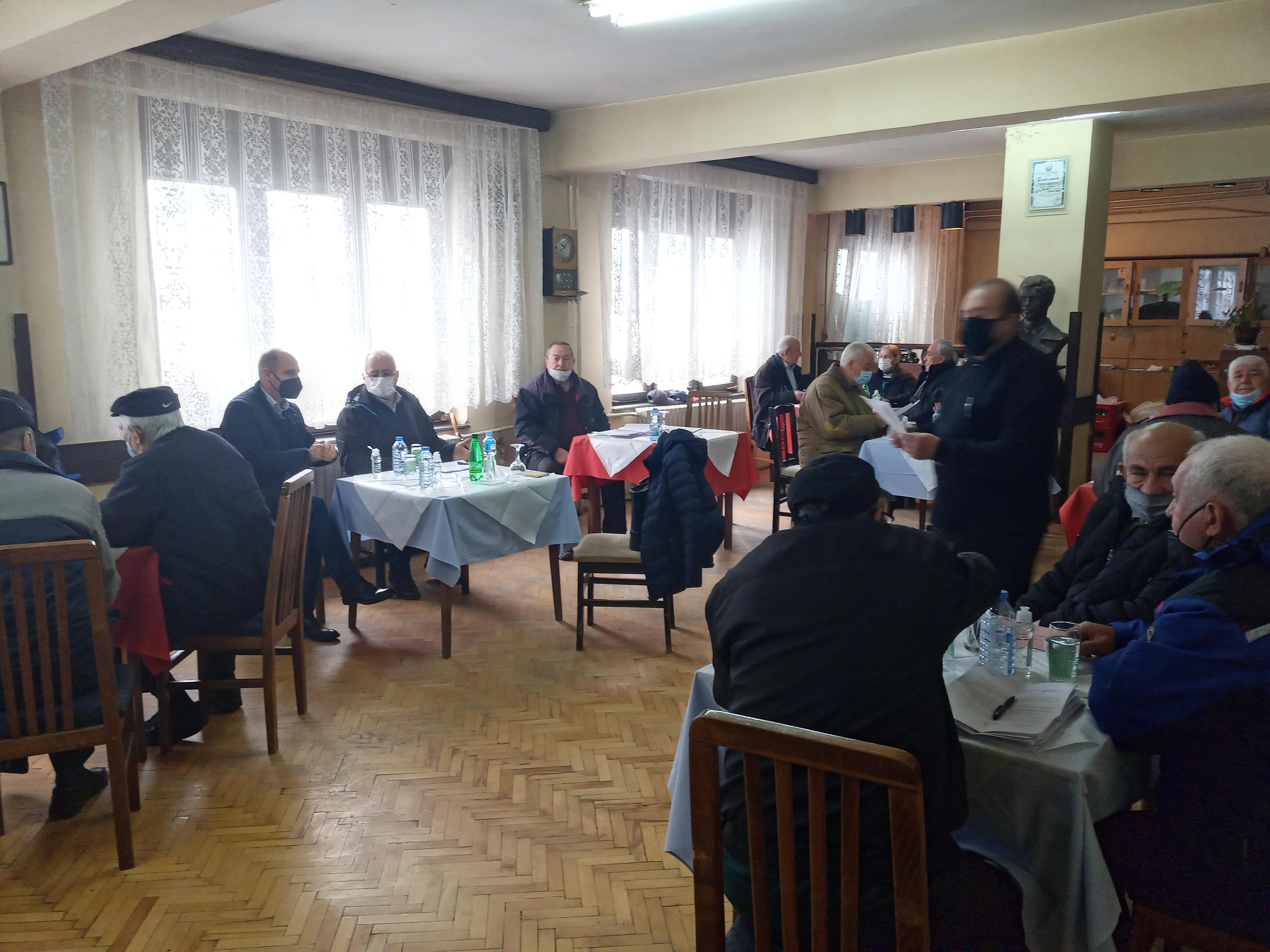 Градоначалникот Пекевски и Претседателот на Совет, Матеничарски присуствуваа на седница на Здружение на пензионери