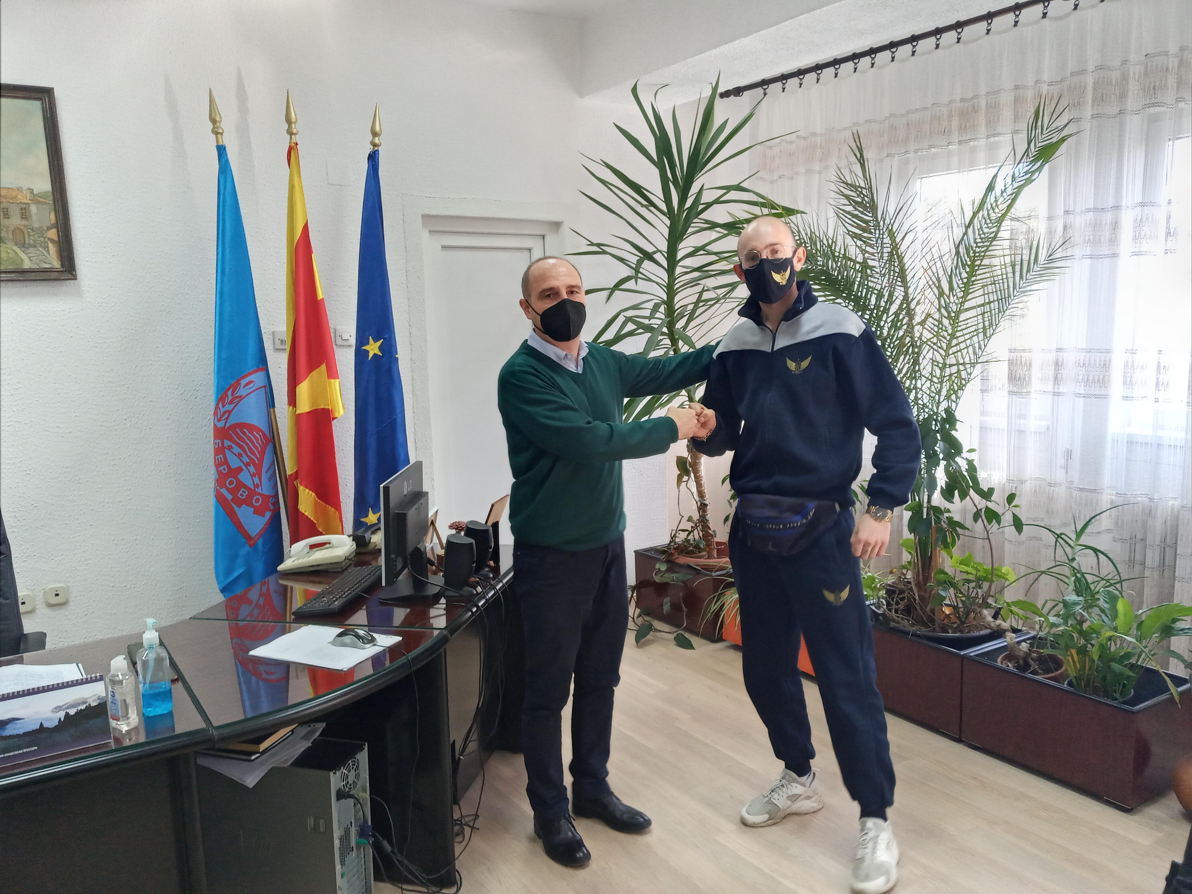 Градоначалникот Пекевски оствари средба со беровскиот starboy