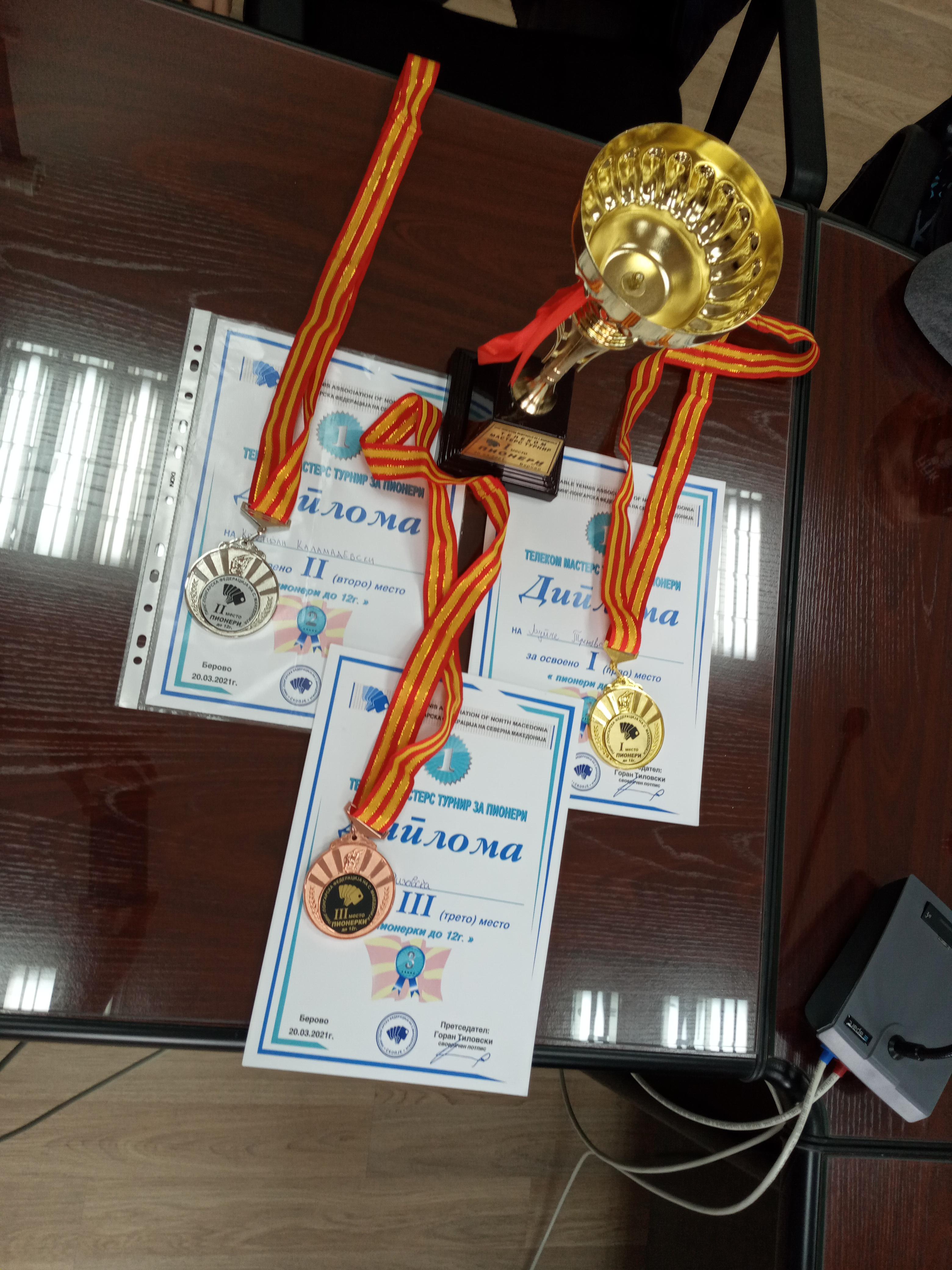 Градоначалникот Пекевски оствари средба со младинците кои постигнаа врвни резултати на пингпонгарскиот мастерс турнир