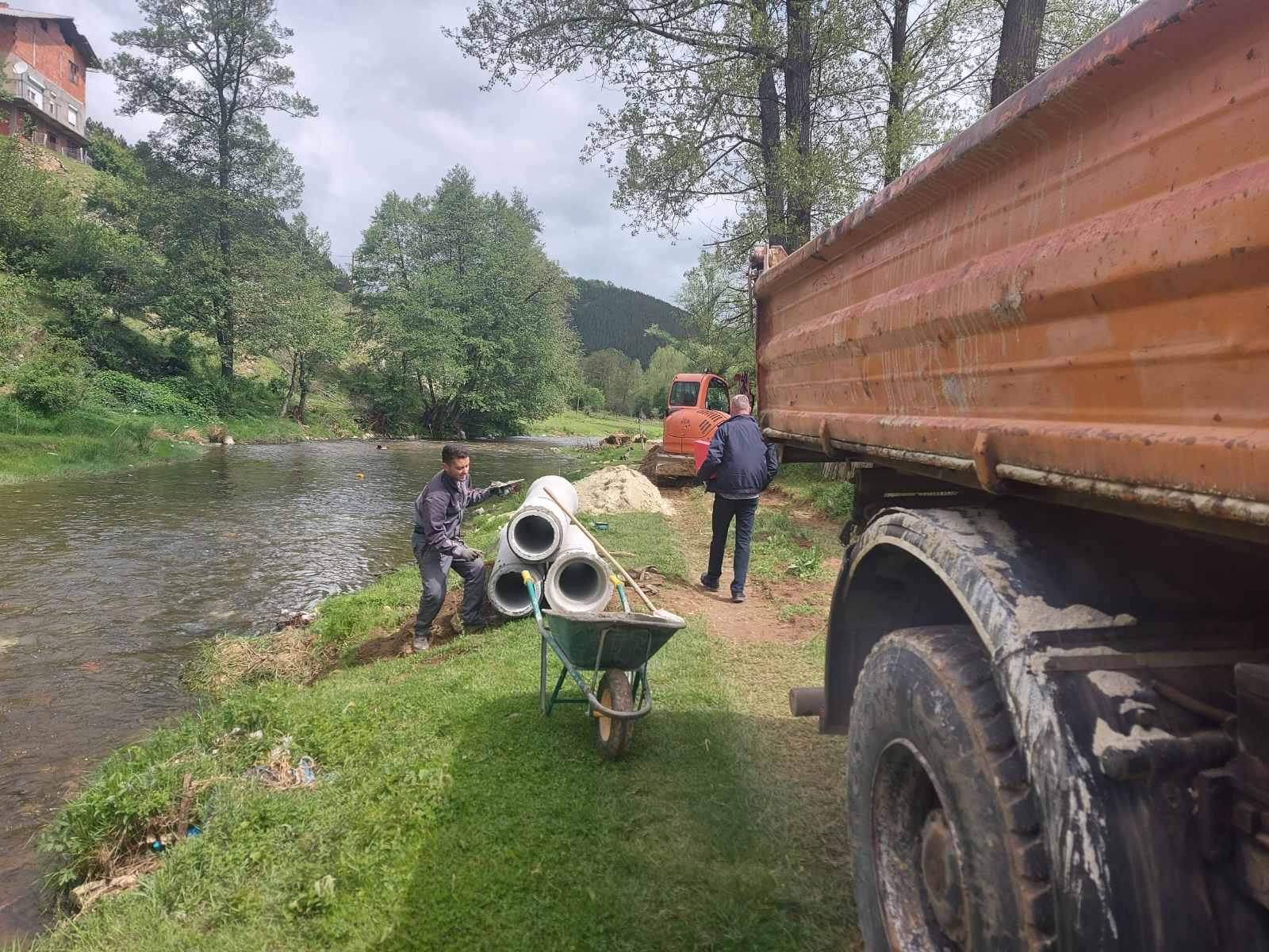 Продолжува изградбата на колектор за фекална канализација во с. Будинарци