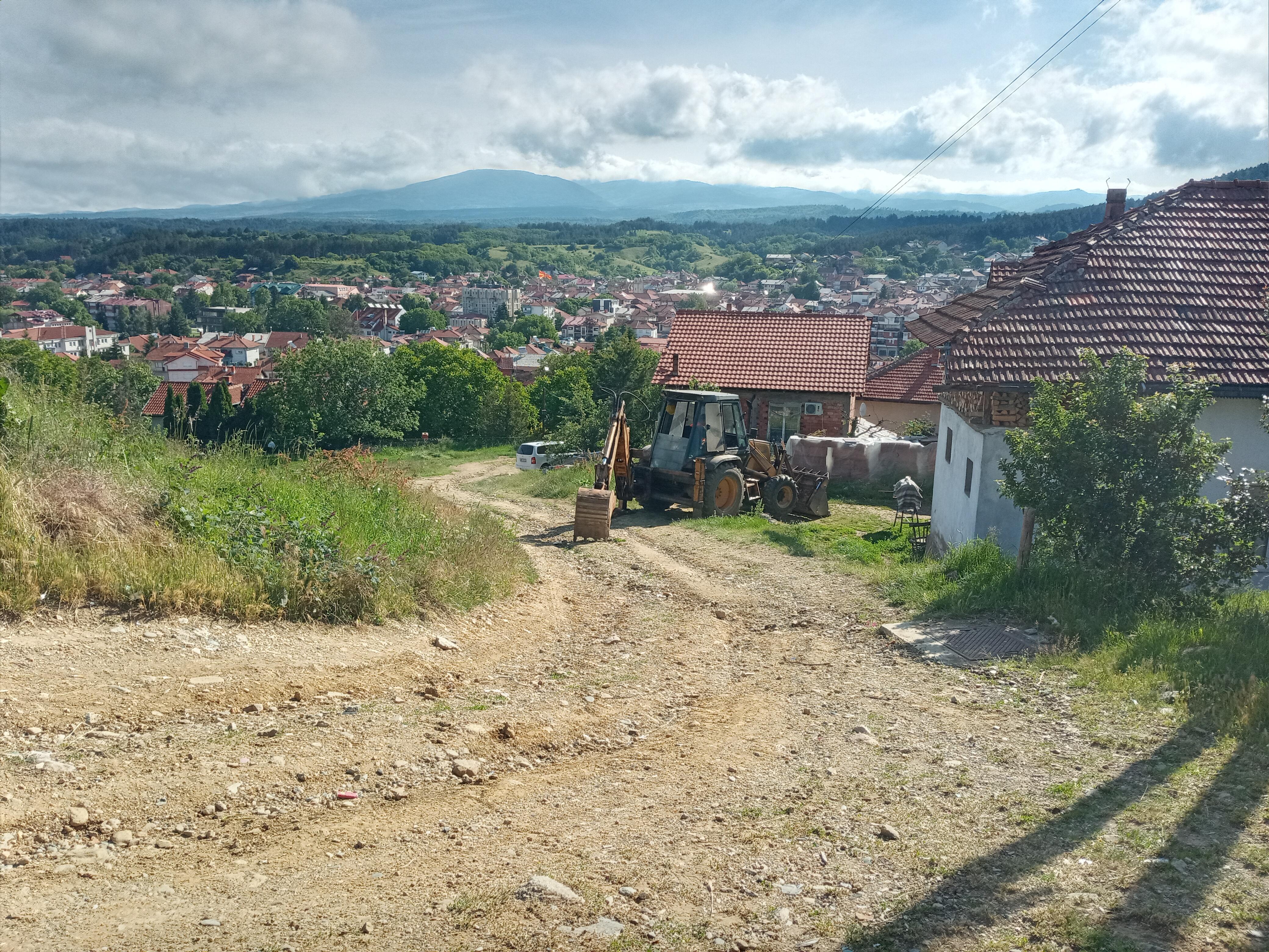 """Започнува изградбата на крак од ул.,,Прохор Пчињски"""" во ромското маало"""