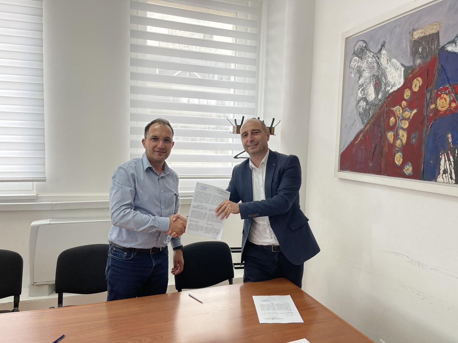 """Потпишан договорот за релизација на проект ,,Реконстукција на ул.,,Маршал Тито"""" во с. Смојмирово"""
