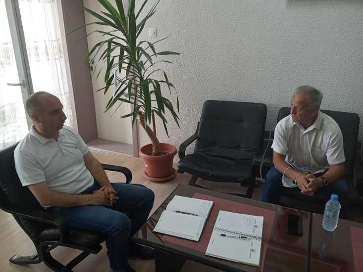 Градоначалникот Пекевски оствари средба со фудбалската легенда Никица Клинчарски